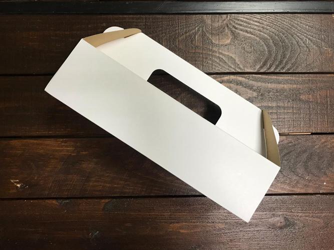 Коробочка белая на 3 шарика